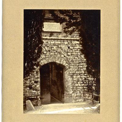Ingresso Brolio 1892 prima dell'allargamento - pietra della chiave di volta 1766
